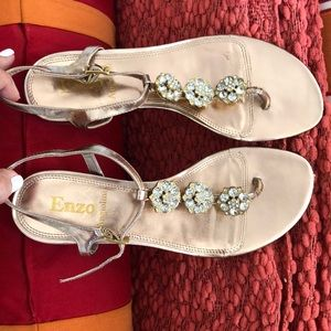 Sandals with small diamond flowers